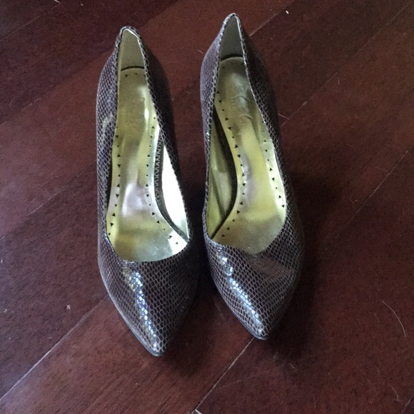 Bcbg Shoes Snakeskin Pumps Size 9b39 Poshmark